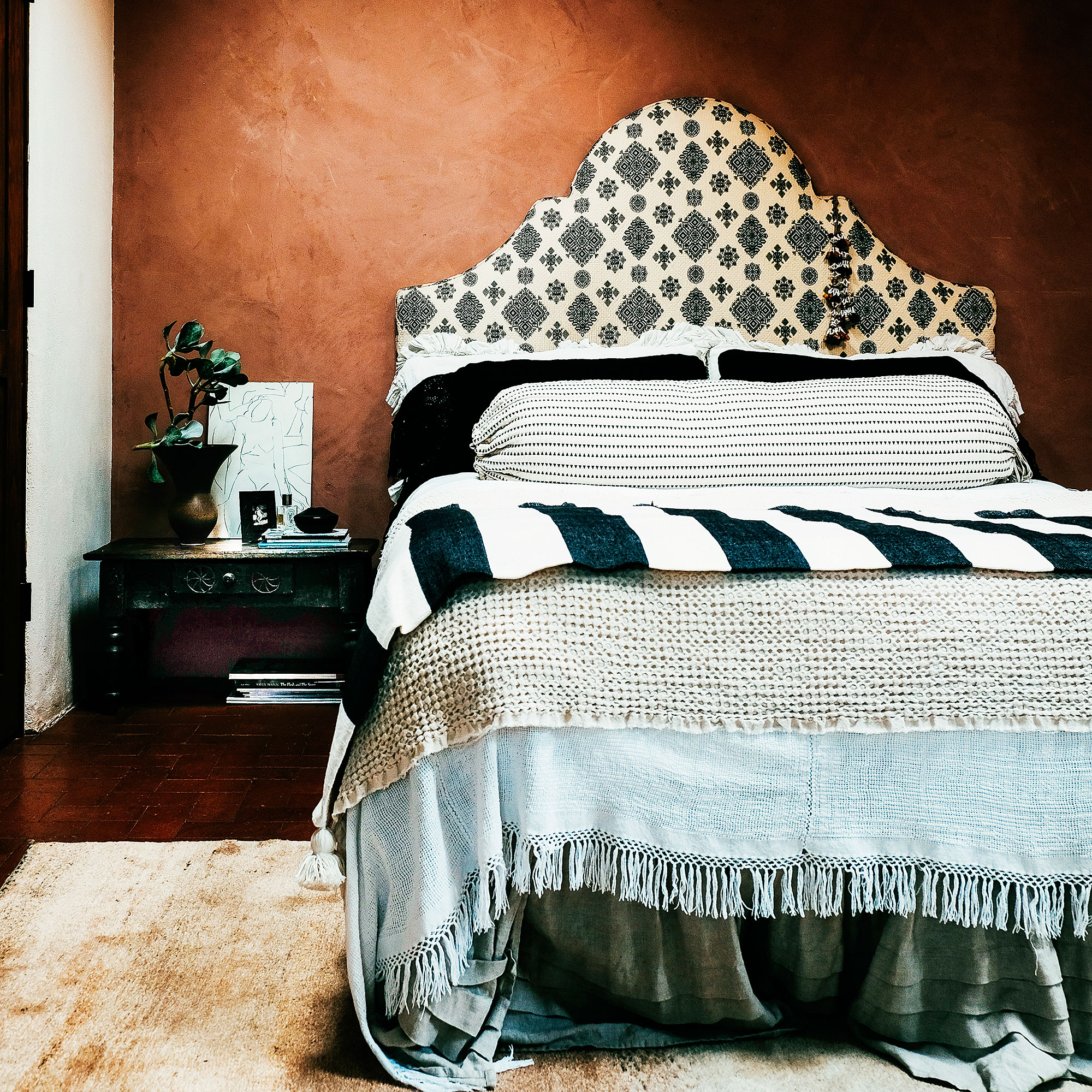 Genius Ways to Style Your Bed