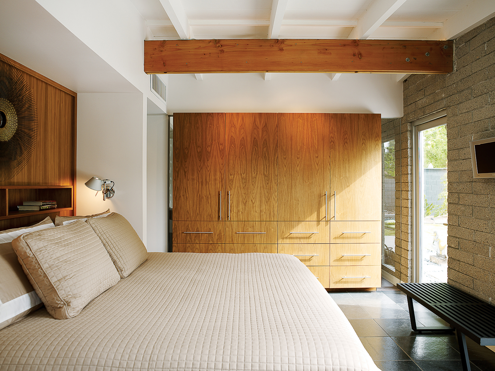 20 Design Tips for Small Bedrooms - Sunset Magazine