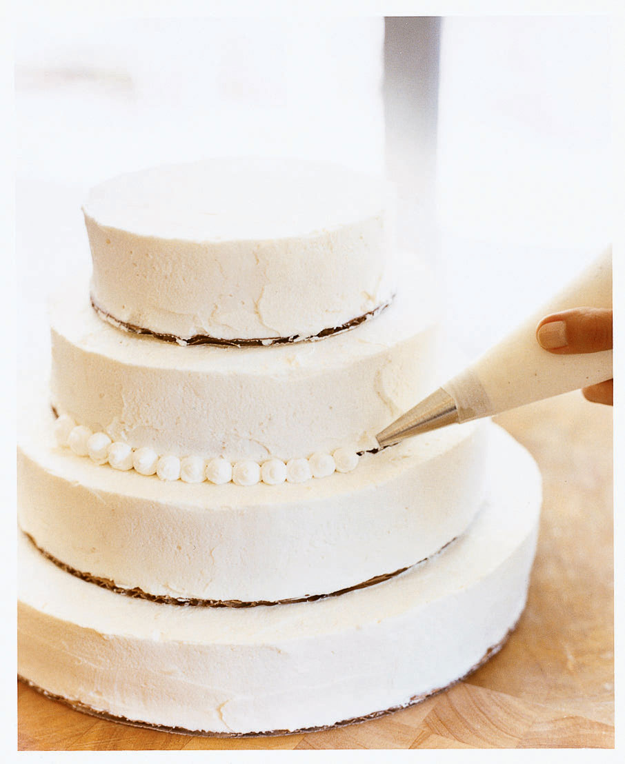How to Make a Beautiful Wedding Cake