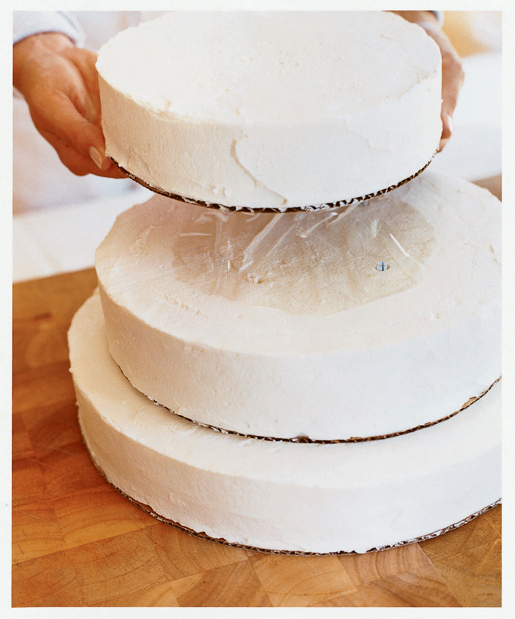 How To Stack A Wedding Cake With Fresh Flowers