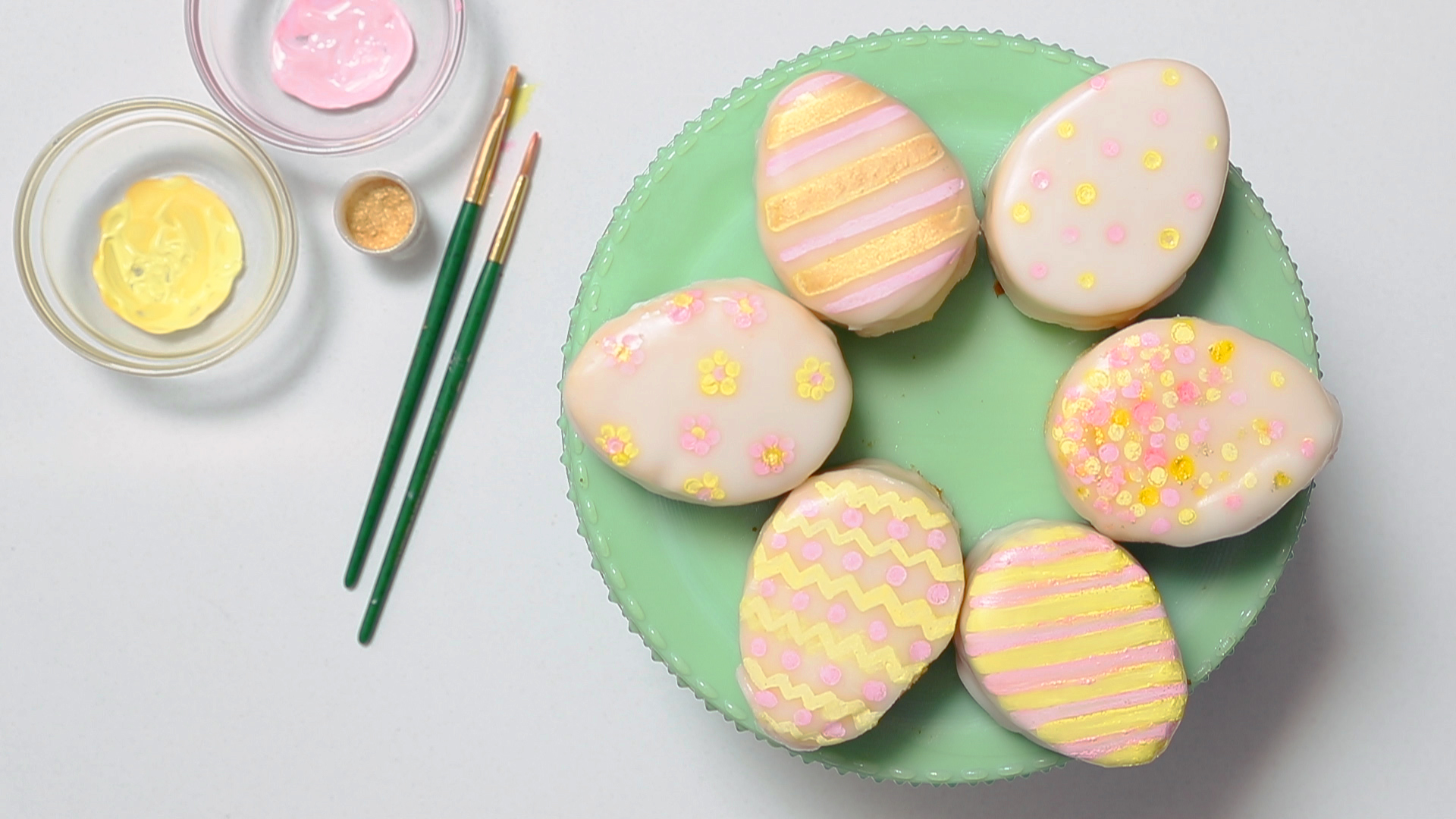 How to Make Mini Easter Egg Cakes