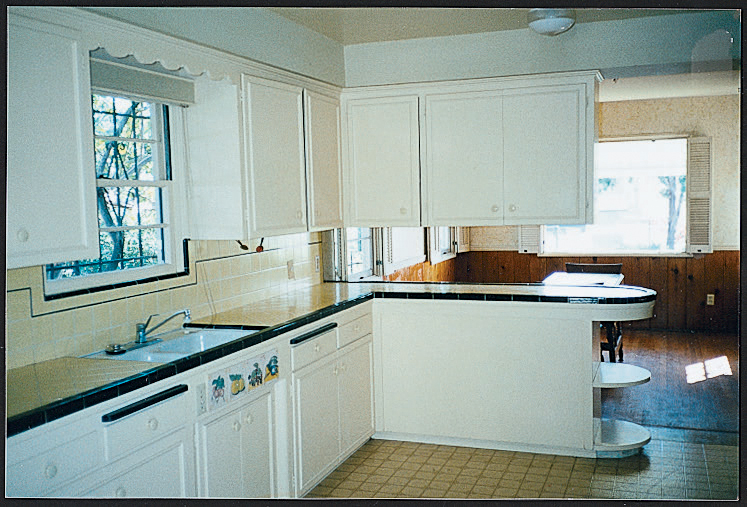 Before: Bright kitchen makeover