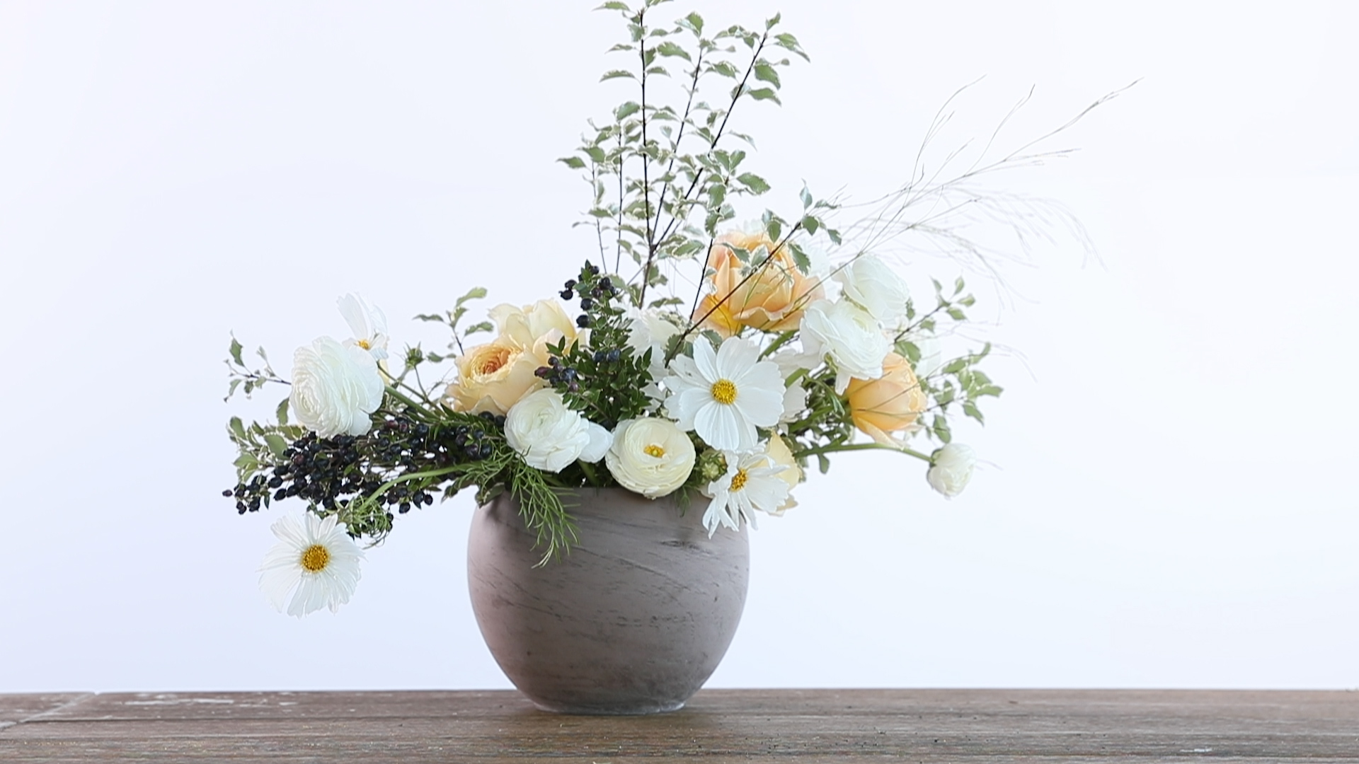 How to Arrange Flowers in a Wide-Mouthed Vase
