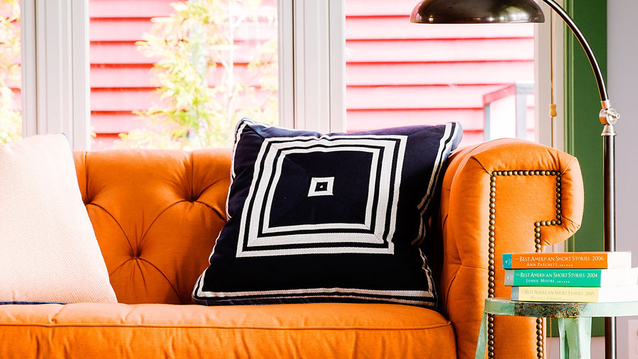 10 Ways to Make Your Sofa the Star