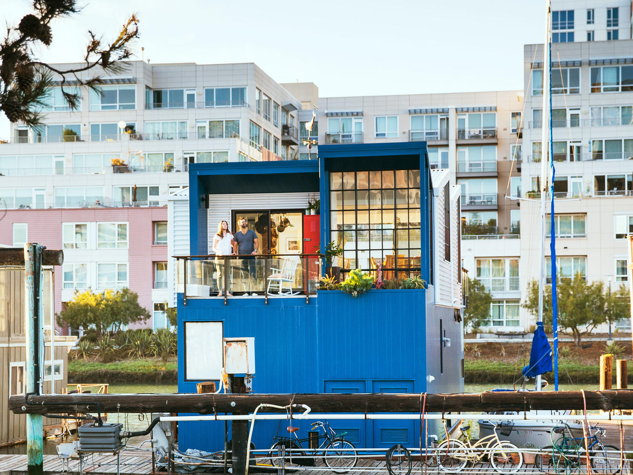 How to Design a Space-Savvy Houseboat