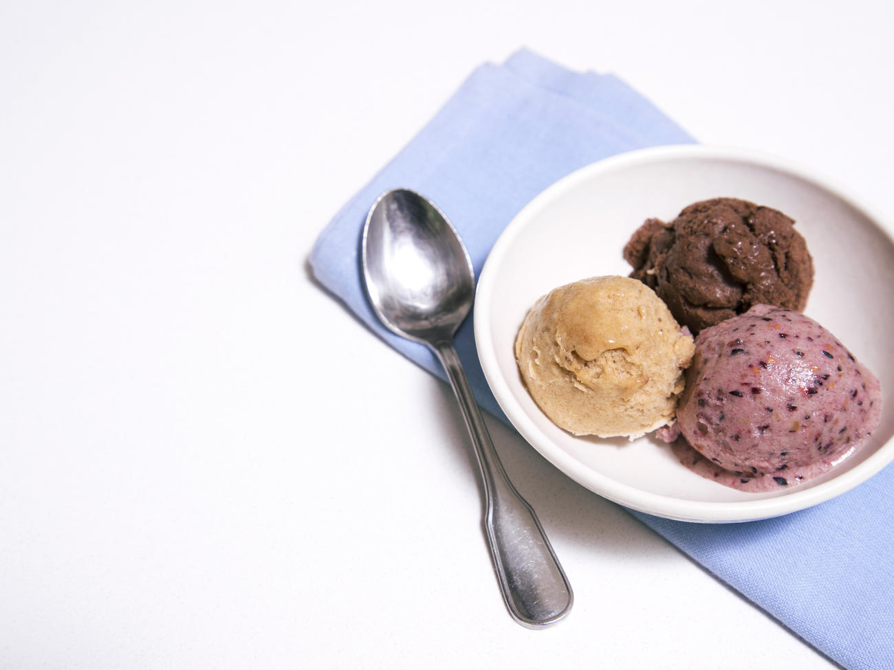 How to Make Banana Ice Cream with Berries, Chocolate, or Cinnamon