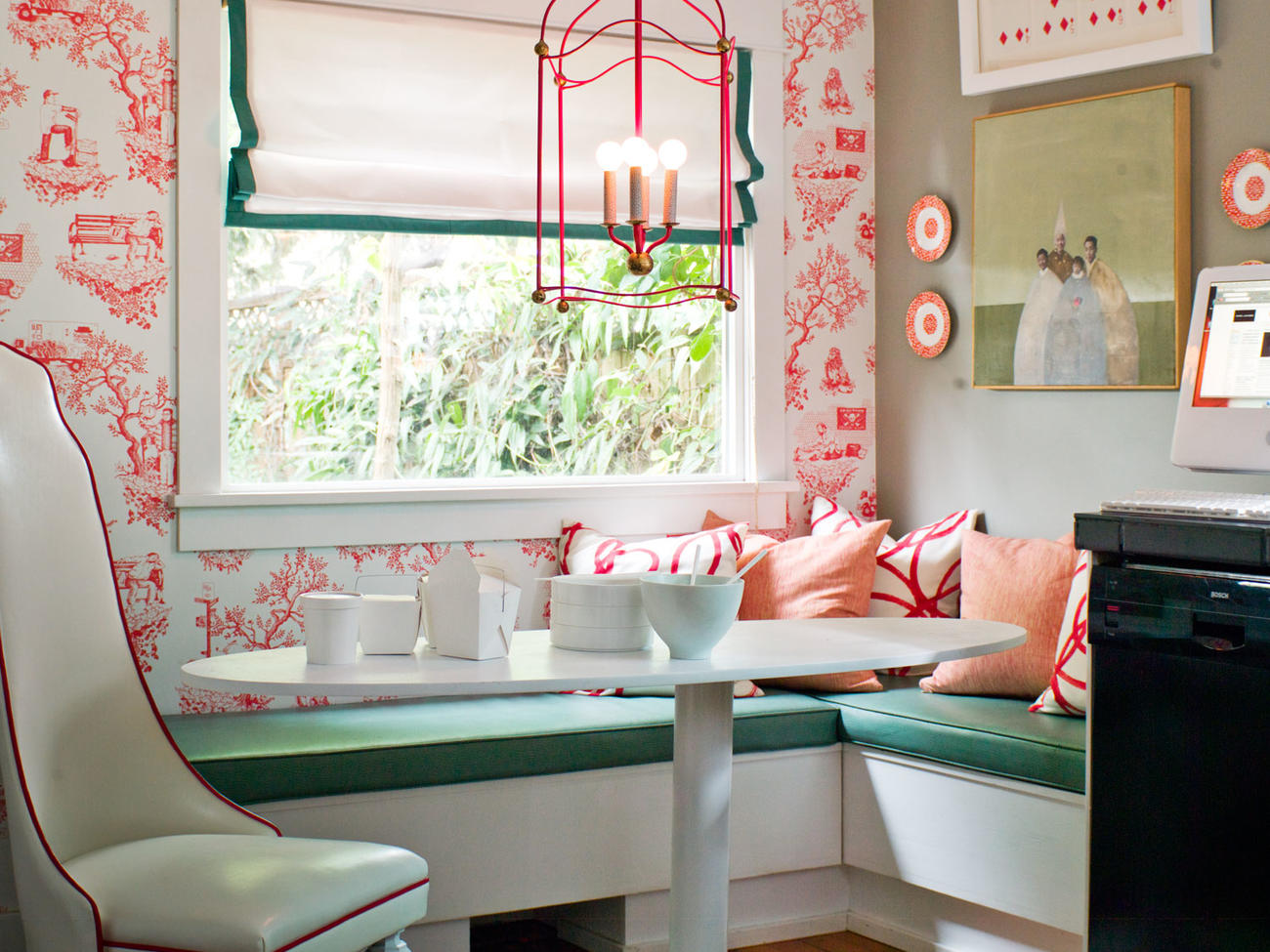 7 Ways to Decorate with Pink