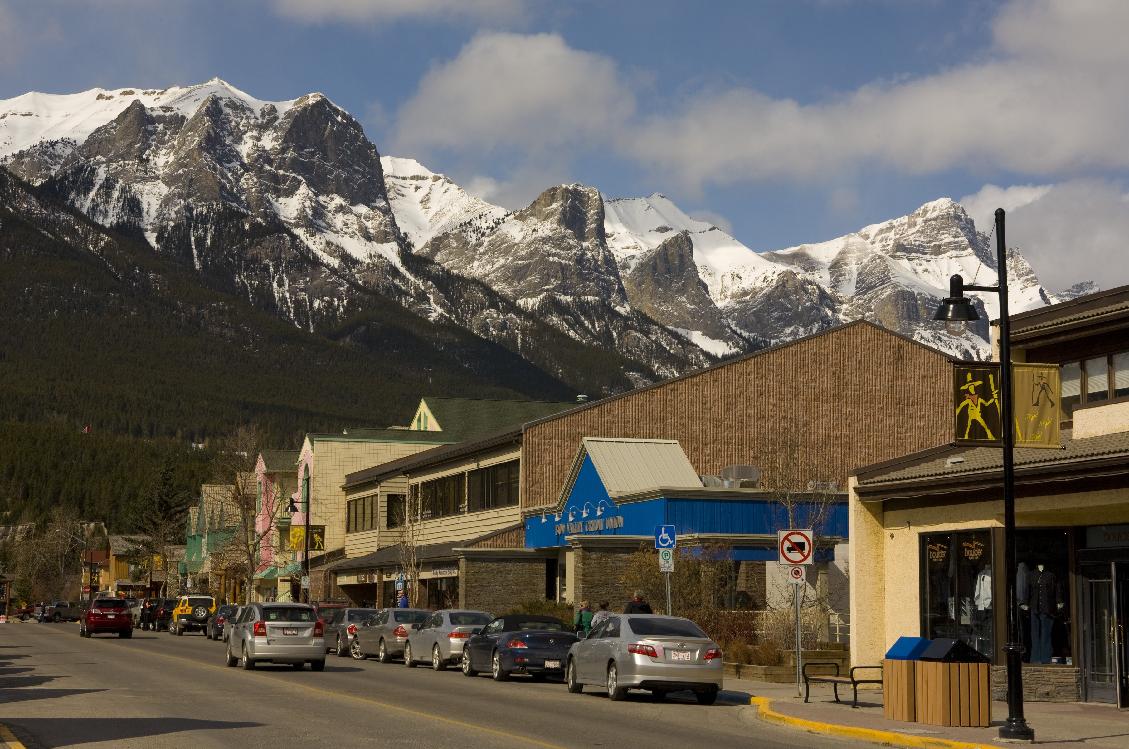 19 best value towns in the west sunset magazine for Best colorado mountain towns to live
