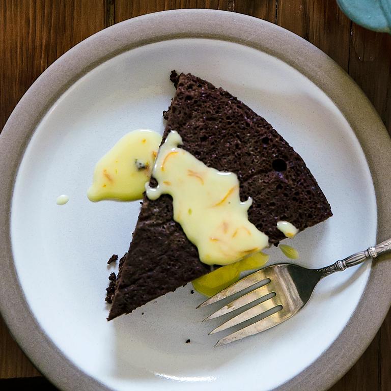 su-Flourless Chocolate-Pecan Cake Image