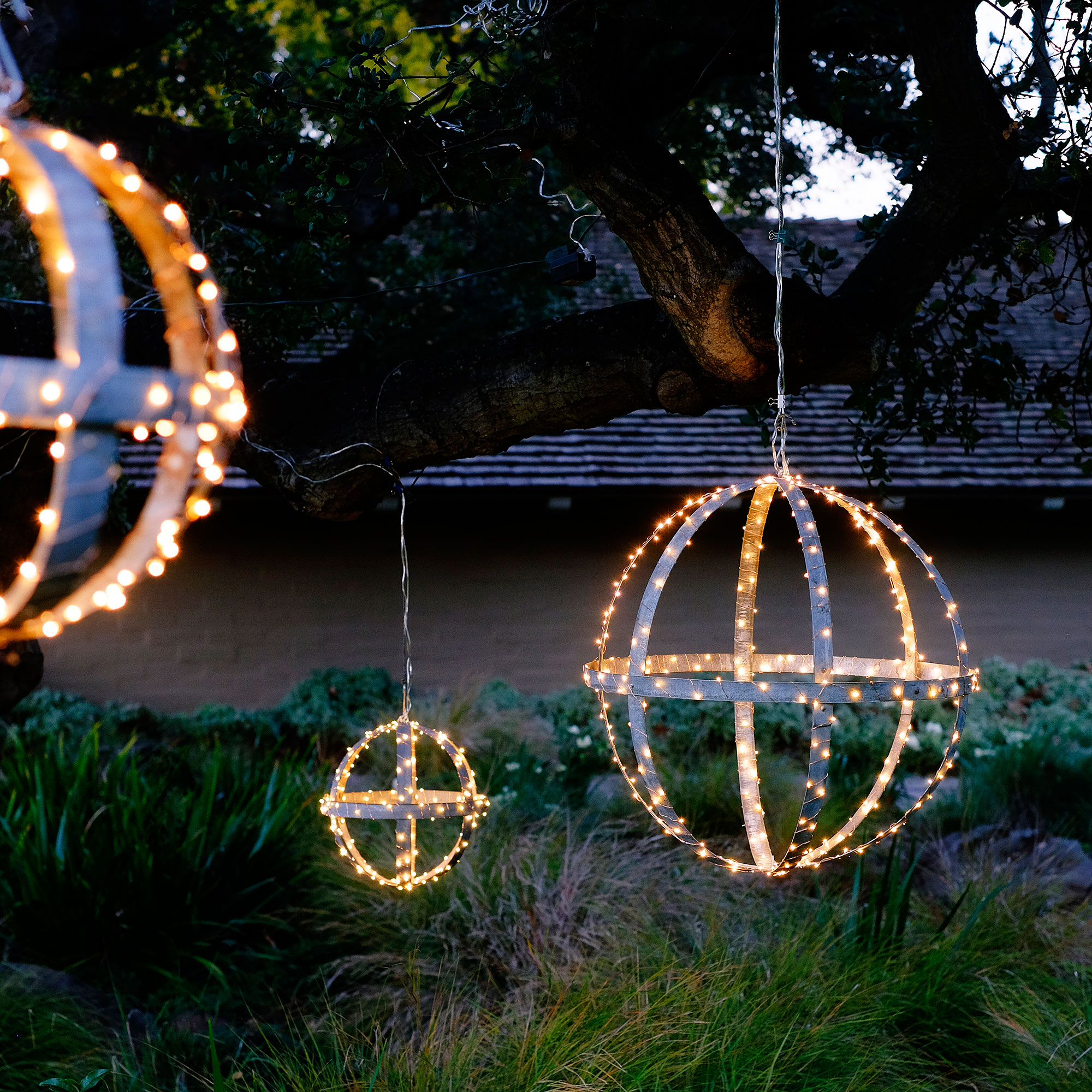 Outdoor christmas decorations sunset magazine - Large bulb exterior christmas lights ...