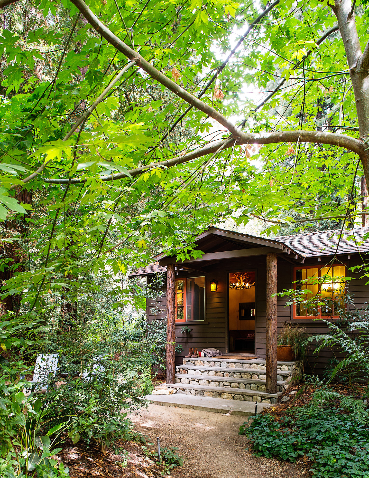 Best cabins for getaways sunset sunset magazine for Big sur cabin