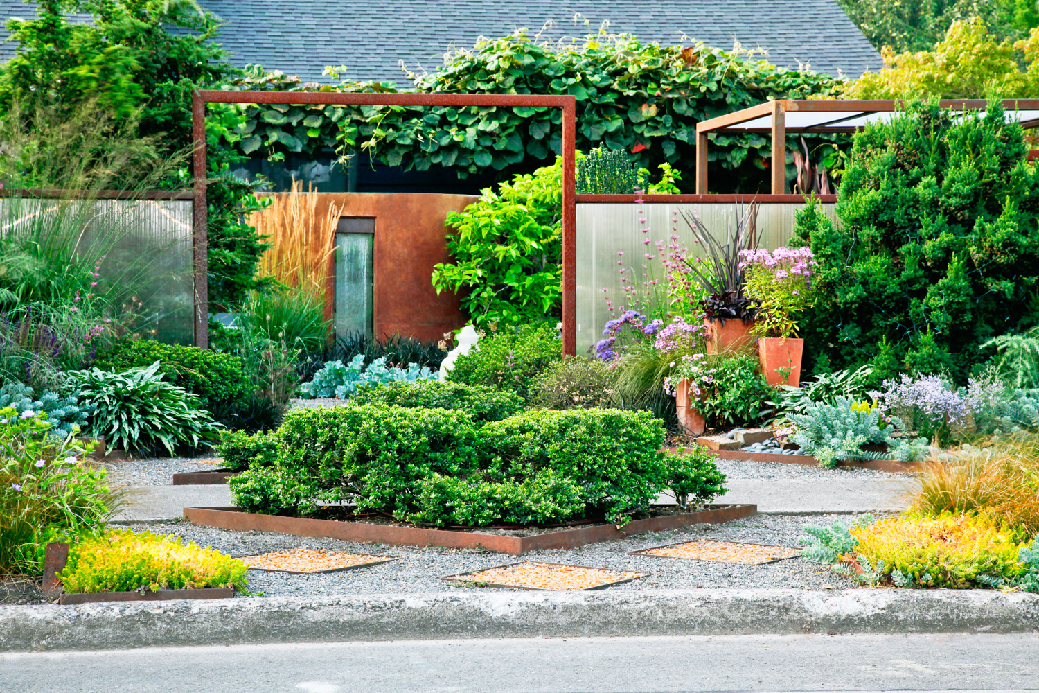 23 small yard design solutions sunset magazine for Ornamental landscaping
