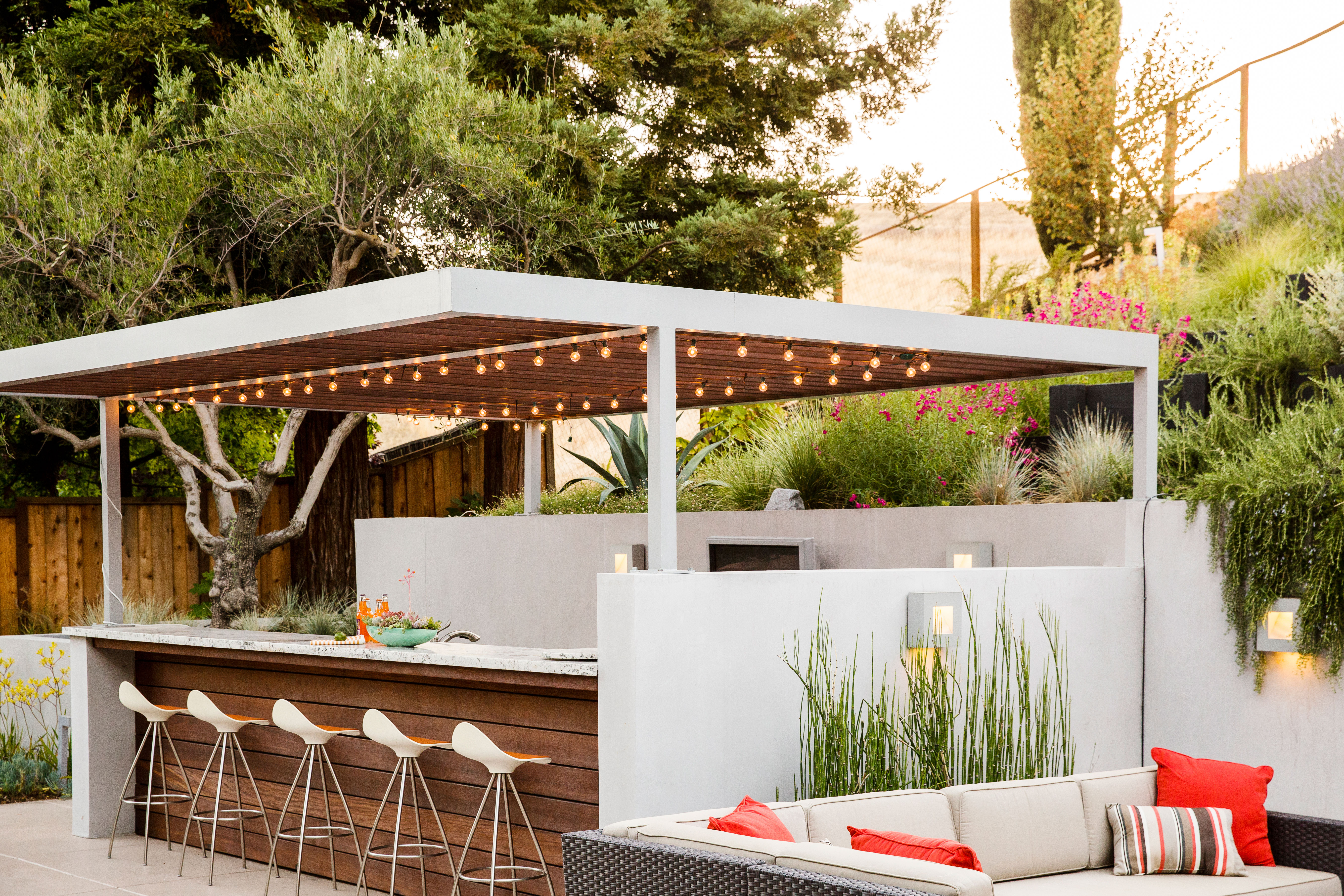 Savor the season by cooking outside sunset magazine for Outdoor living magazine