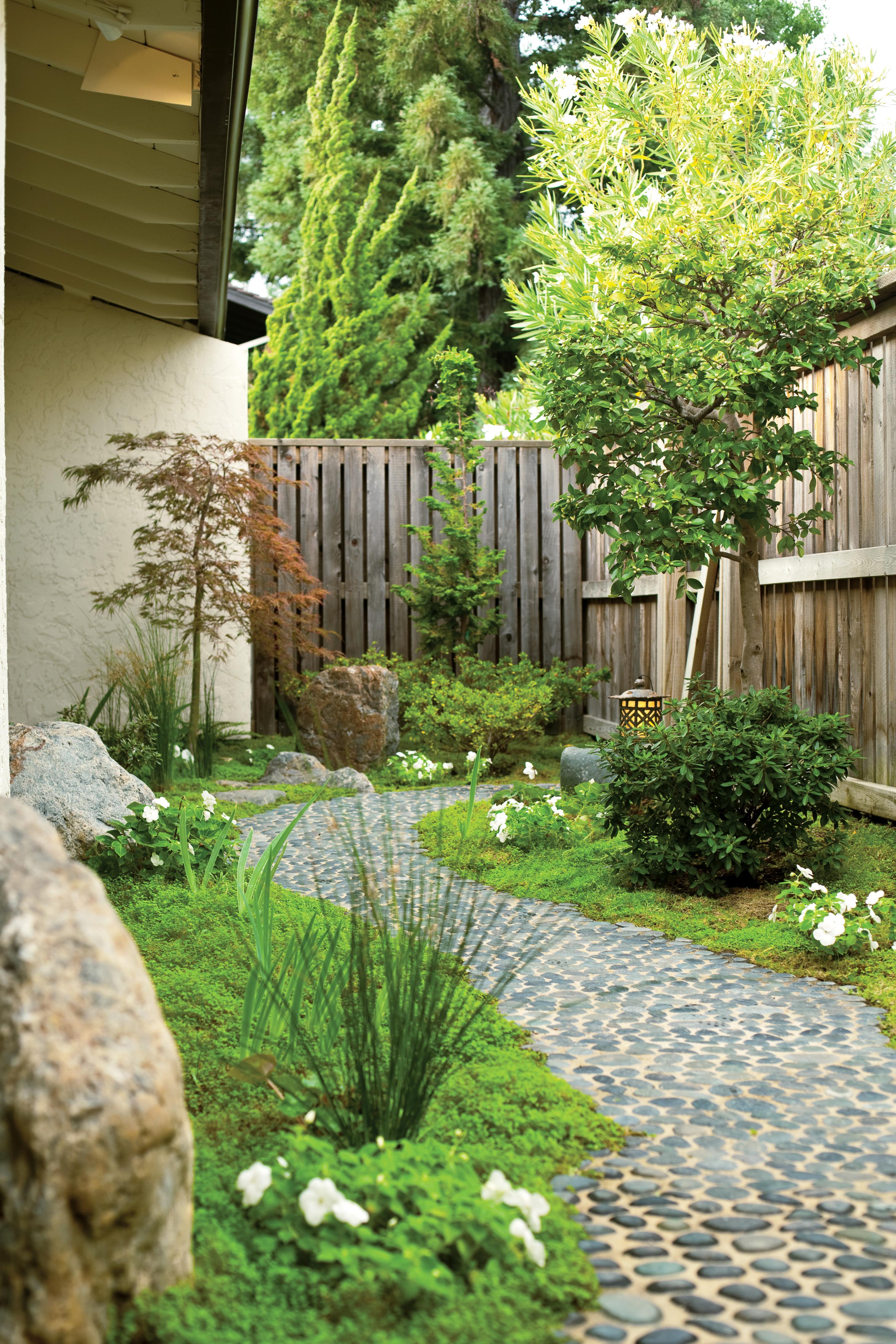 Merveilleux Set Pebble Path