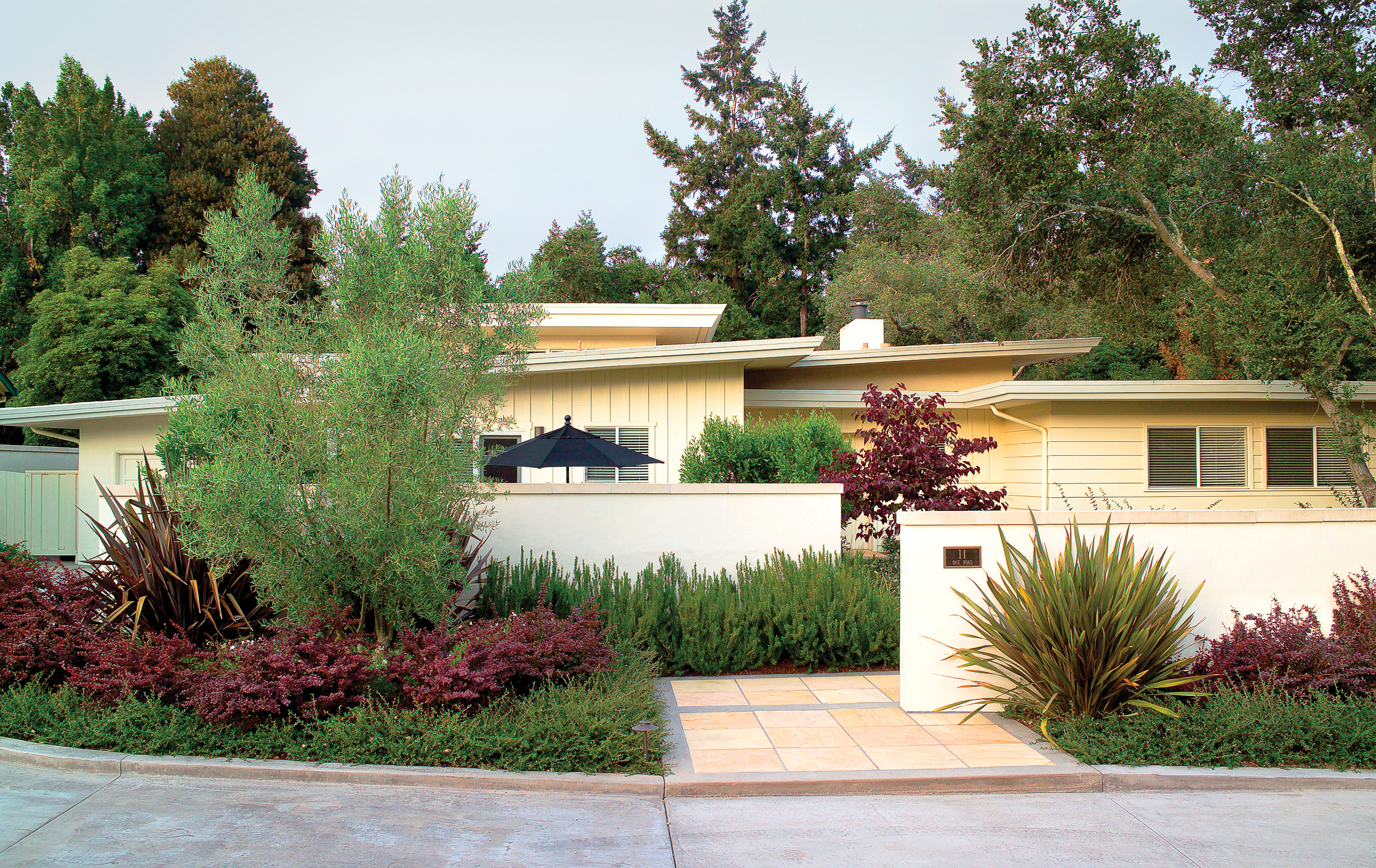 12 favorite front yard designs sunset magazine for How much to landscape a small front yard
