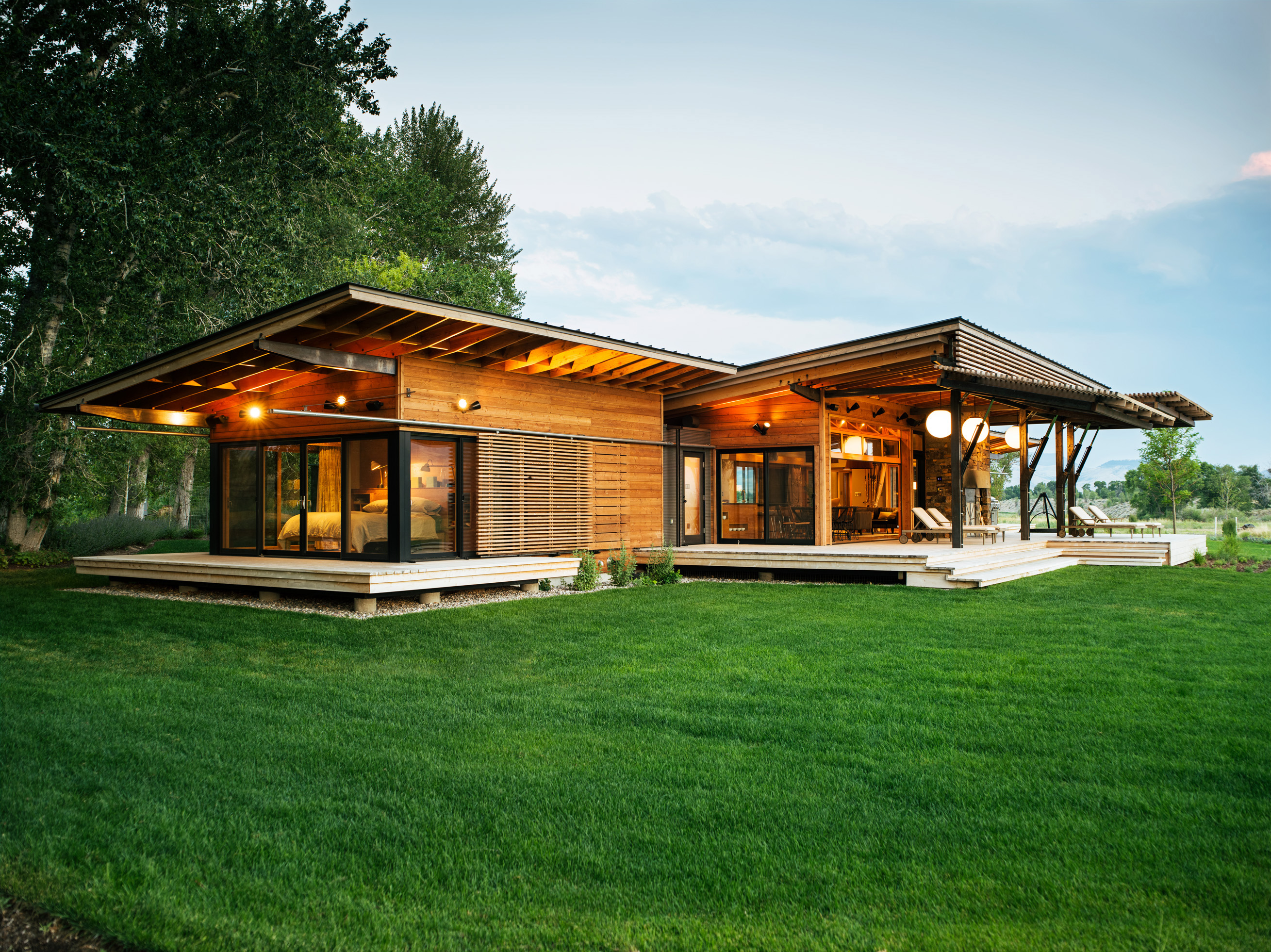 19 favorite home exteriors sunset magazine for Contemporary ranch house plans
