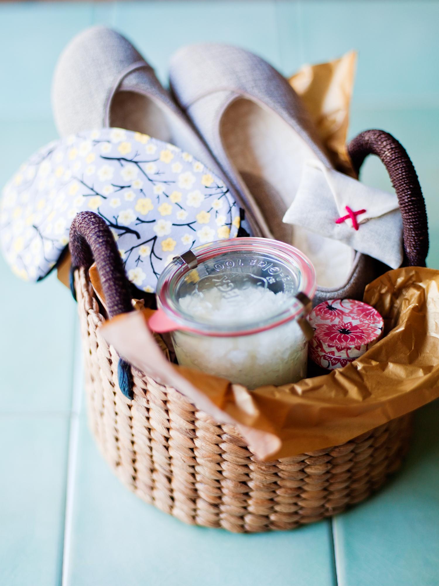 3 diy gift baskets sunset magazine give em a break solutioingenieria Images