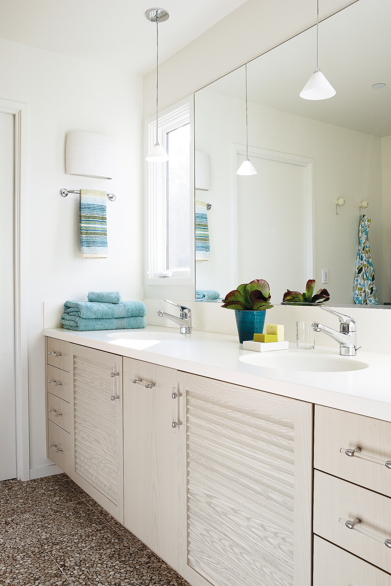 12 Ideas for Bathroom Counters - Sunset Magazine