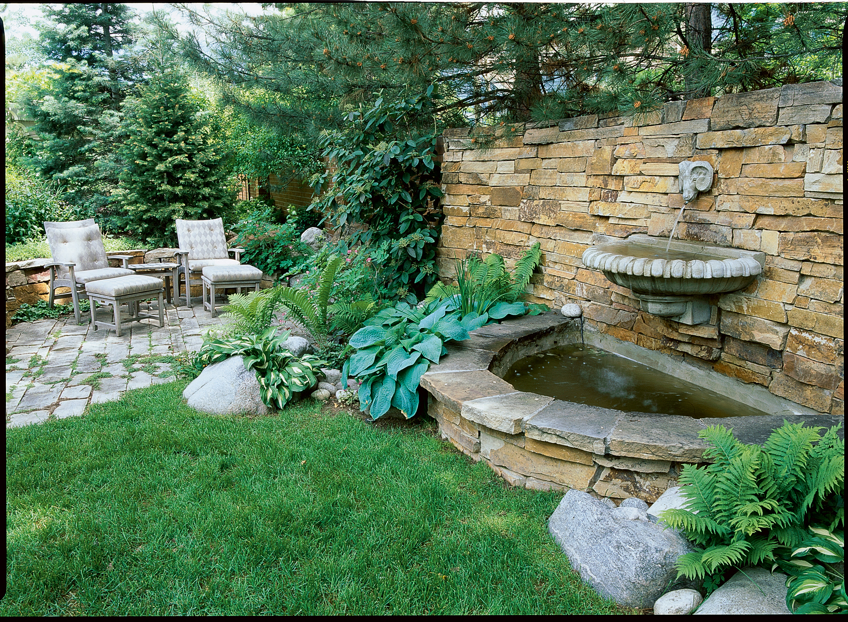 Great garden fountain ideas sunset sunset magazine for Backyard water fountain ideas