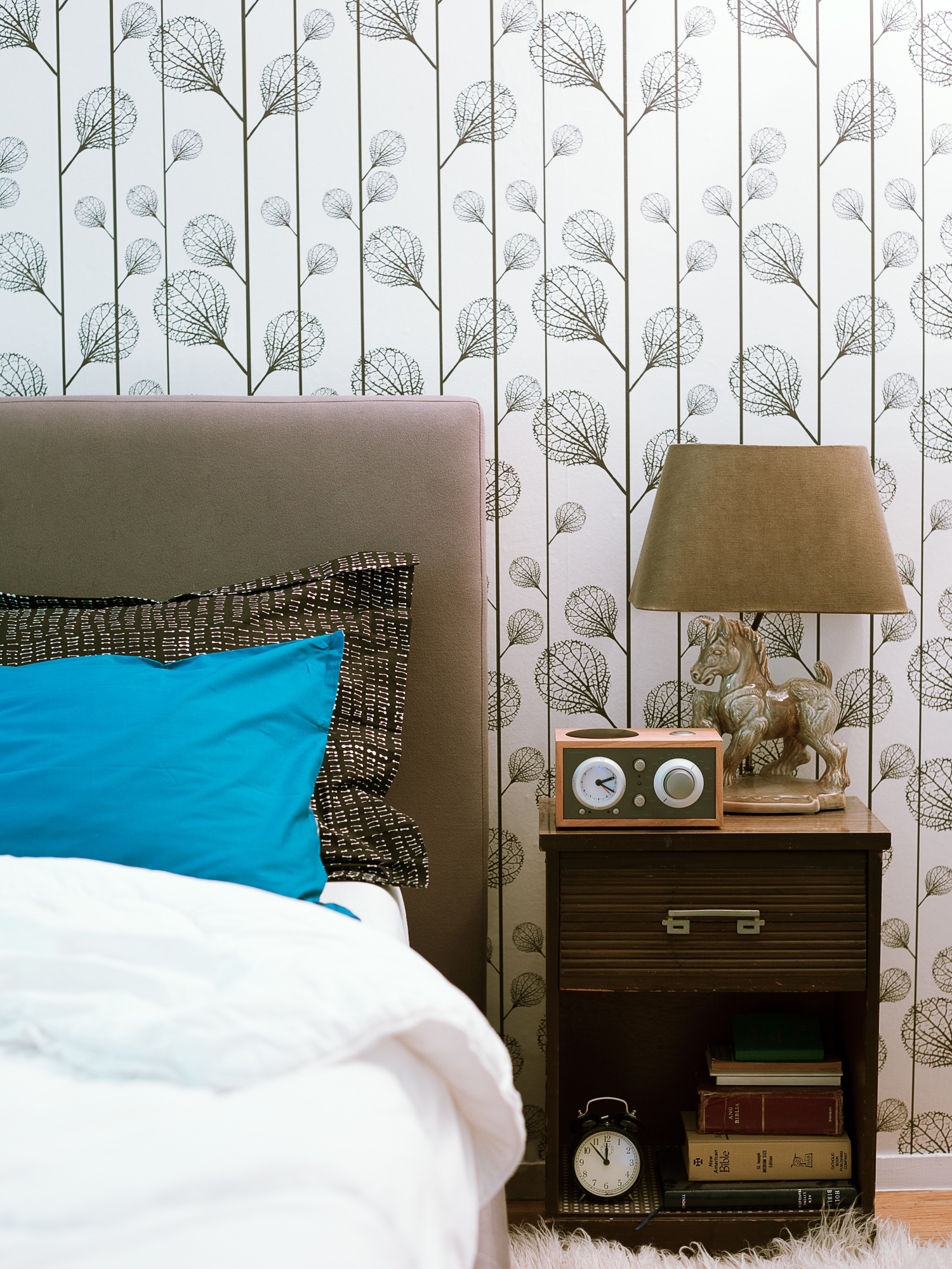Creative Small Space Solutions. 20 Design Tips For Small Bedrooms