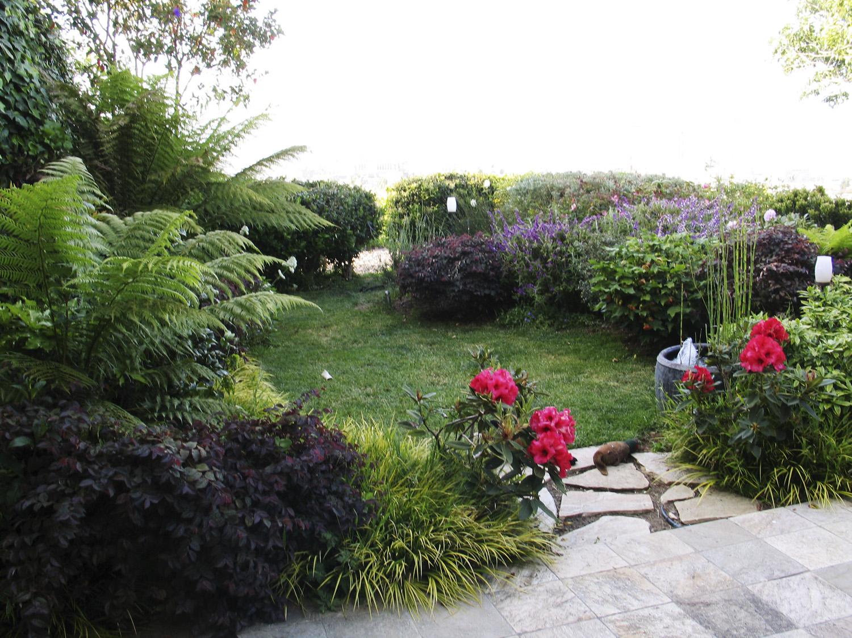 New garden shows off city view sunset magazine for 50ft garden design
