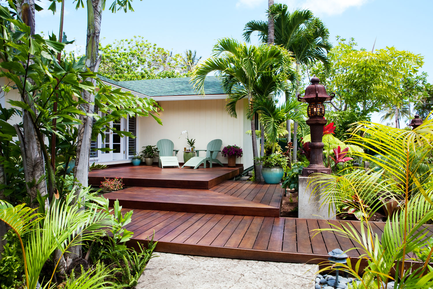 Lessons for your own entry from a little piece of paradise for Front entry decks