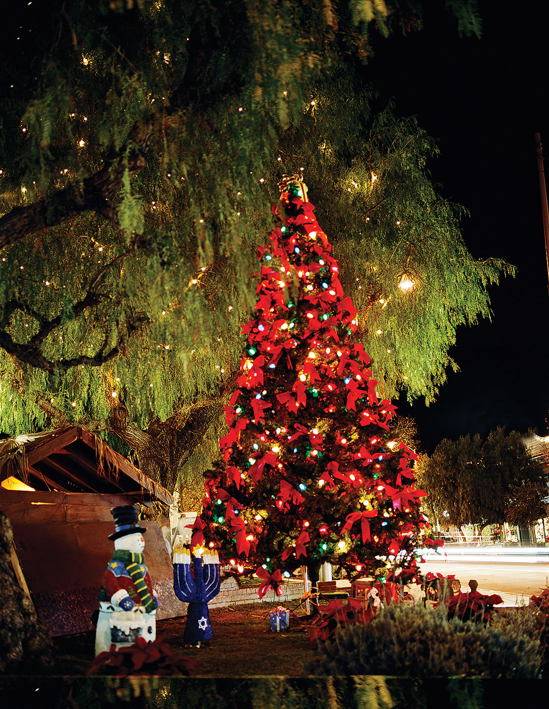 holiday fun in sierra madre ca sunset magazine - Craftsman Christmas Classic