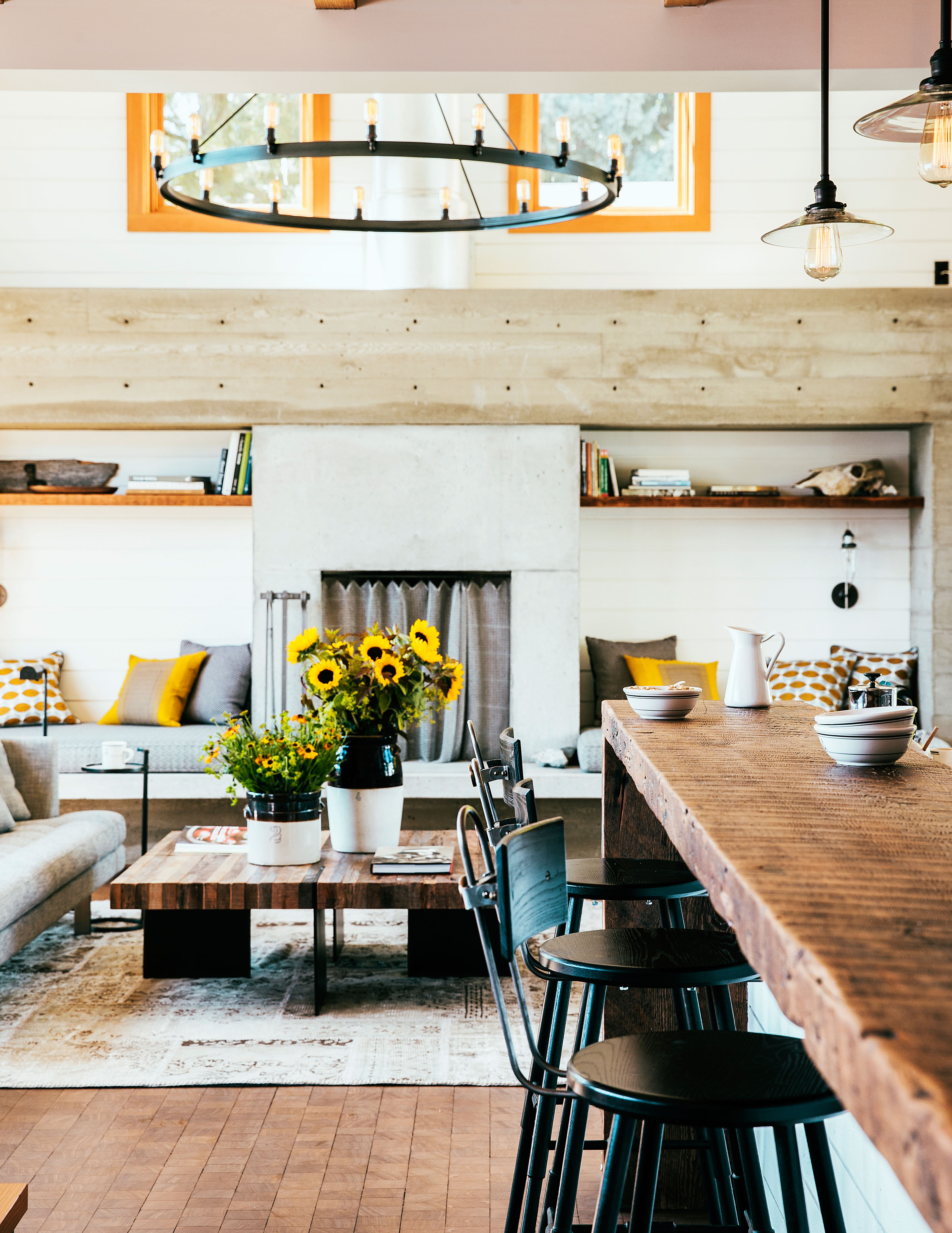 10 Super-Cozy Rustic Living Rooms