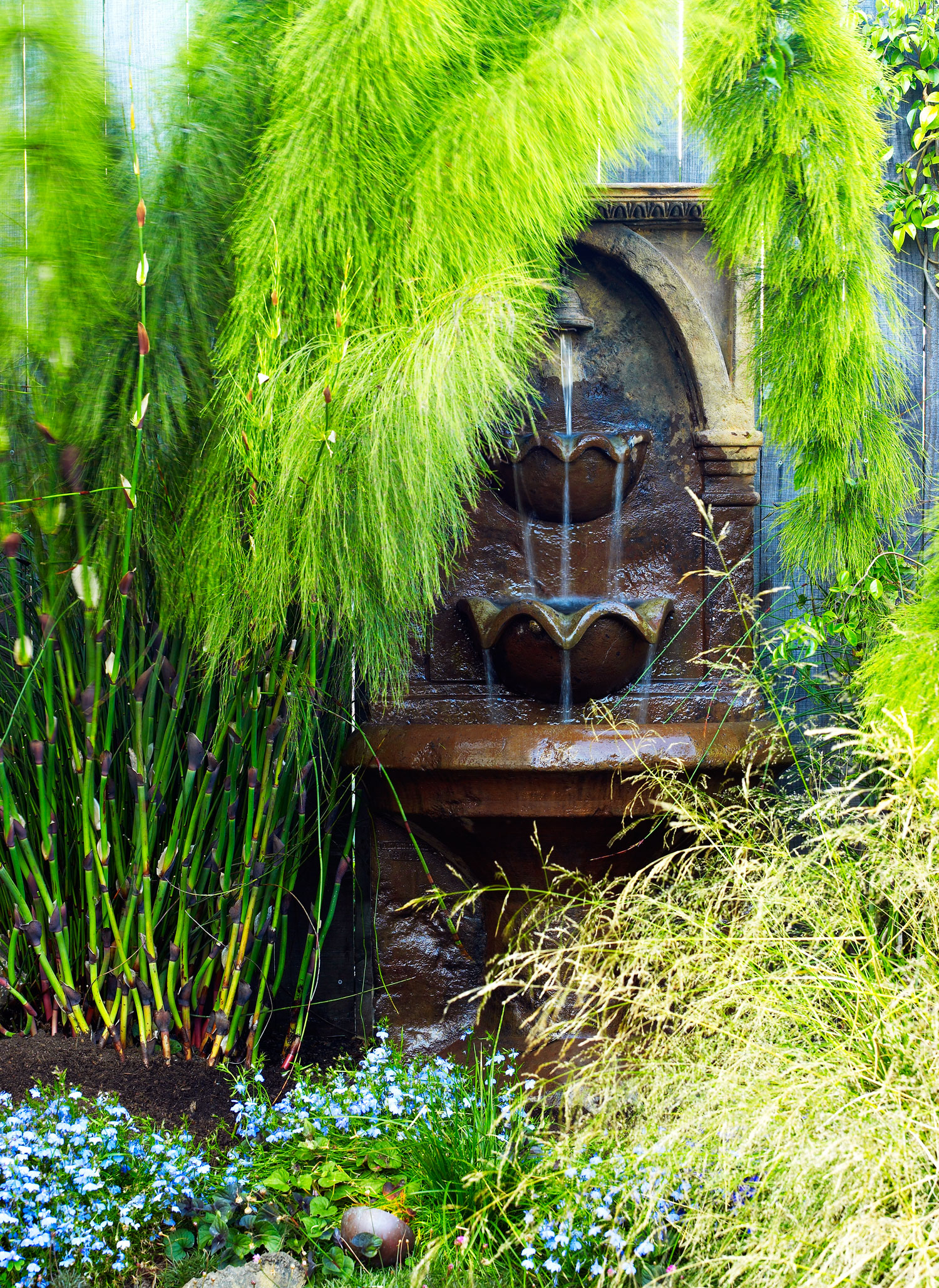 7 ways to design a sustainable garden sunset magazine wildlife friendly fountain workwithnaturefo