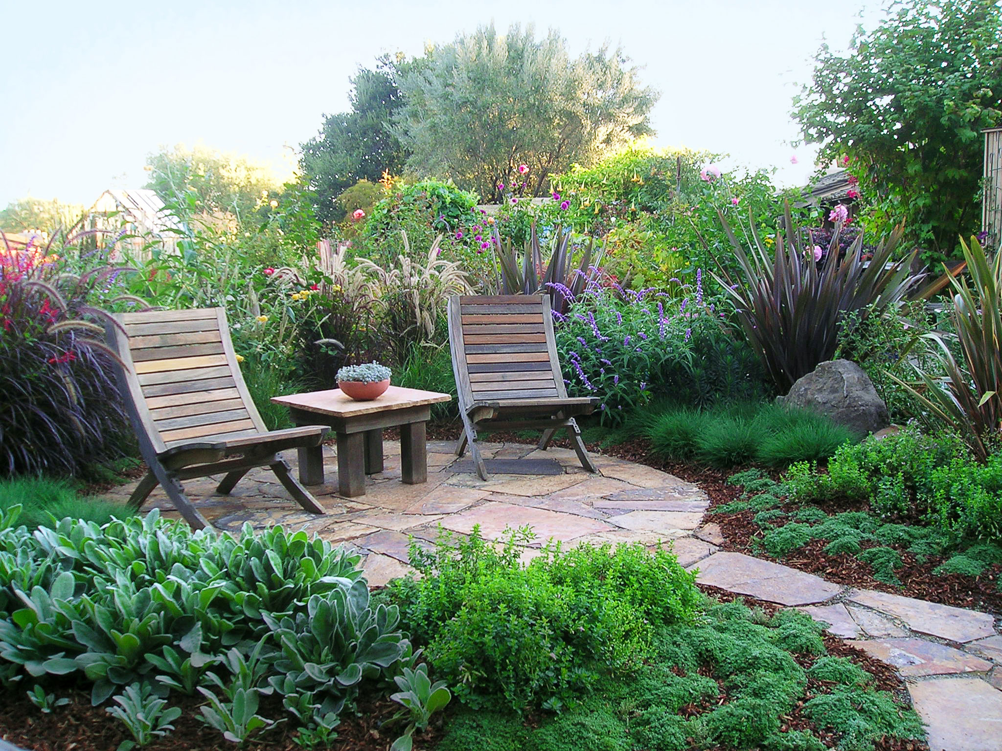 Patio ideas and designs sunset sunset magazine for Patio and landscaping ideas