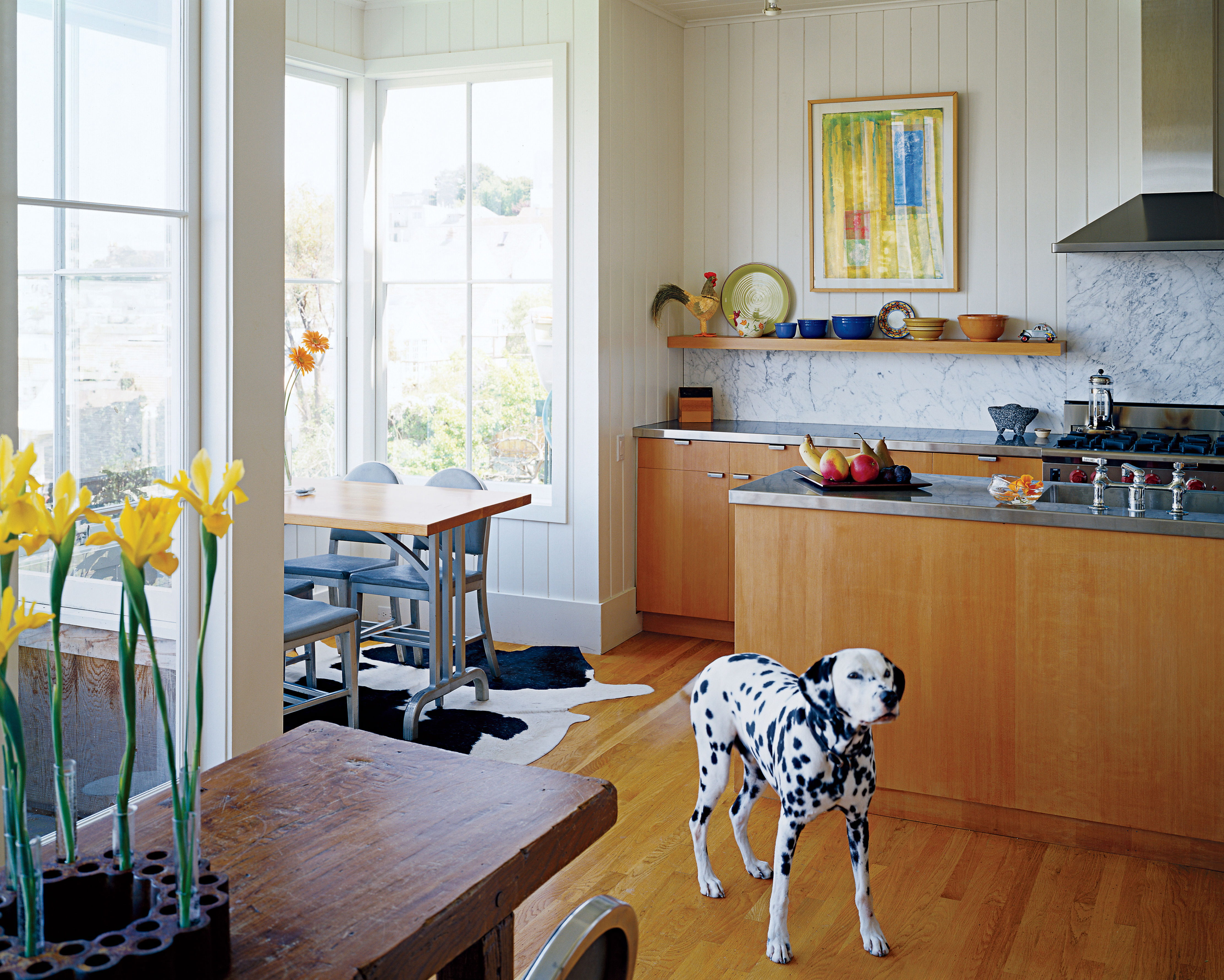 New Kitchen Opens to Airy Living Spaces