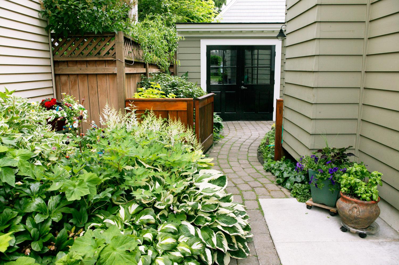 Side Yard Ideas - Sunset - Sunset Magazine on Side Yard Designs id=15484