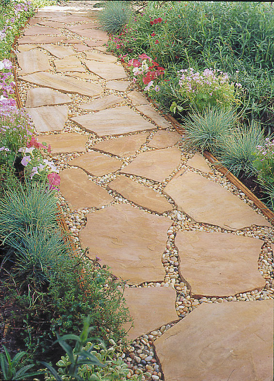 Step-by-step: Installing a flagstone path