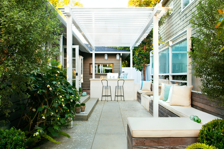 Give Your Backyard a Beach Club Look - Sunset Magazine