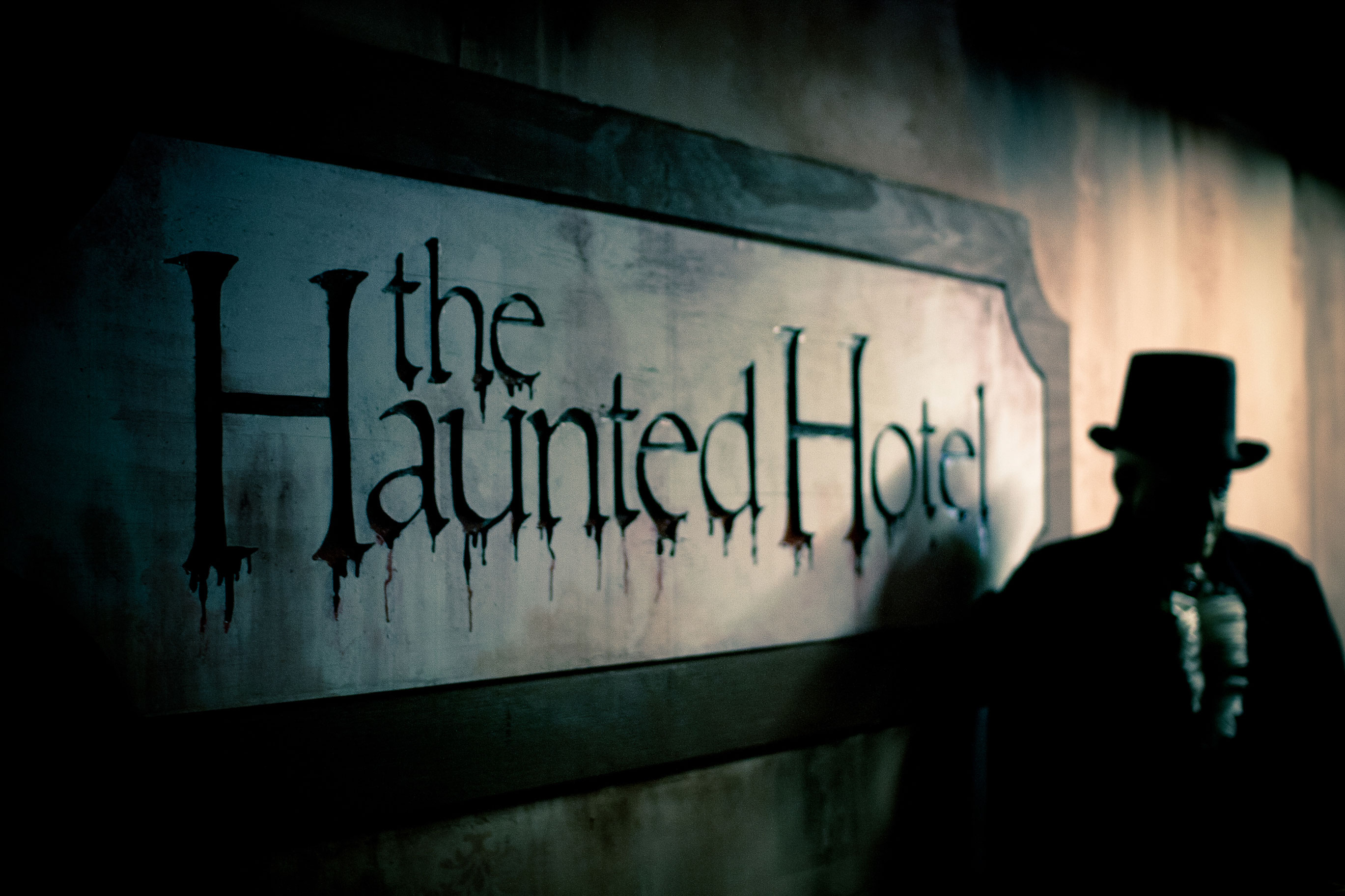 10 fright tastic haunted houses mazes more sunset for Haunted hotel in san diego