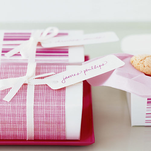 Simple wedding favors: Dressed-up boxes