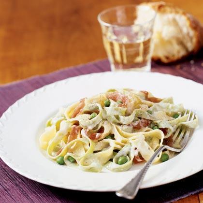 Fettuccine Alfredo with Peas and Prosciutto