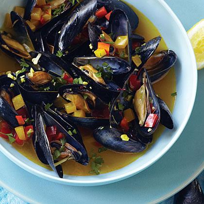 Saffron Steamed Mussels
