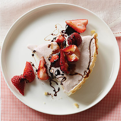 su-Strawberry Frozen Yogurt Pie with Balsamic Syrup