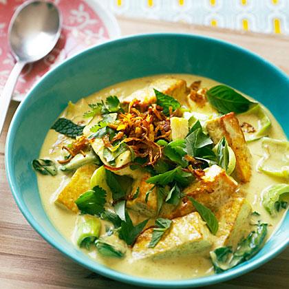 su-Fresh Herb and Tofu Curry