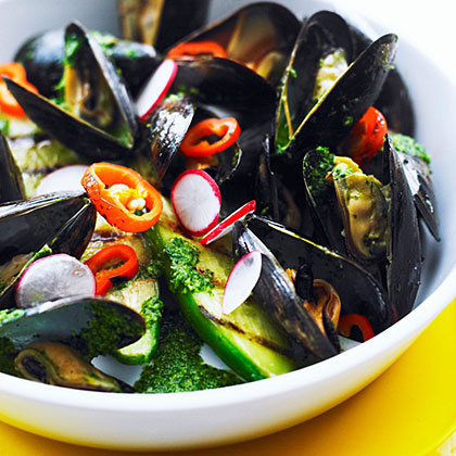 su-Grilled Mussels with Cilantro Bath