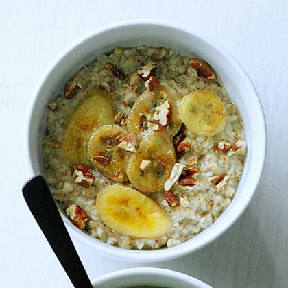 su-Steel-Cut Oatmeal with Toasted Pecans and Caramelized Bananas