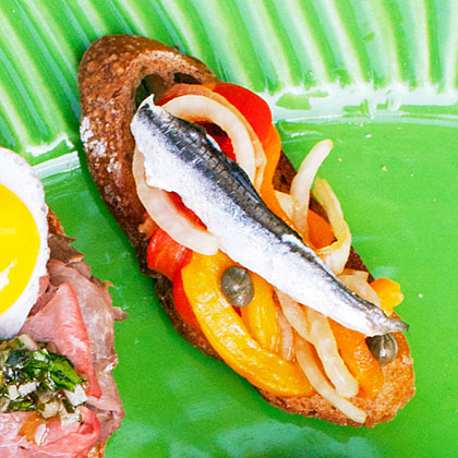 su-Picnic Crostini with Roasted Pepper, Onion, and Anchovy