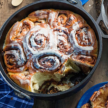 su-Dutch Oven Cinnamon Rolls