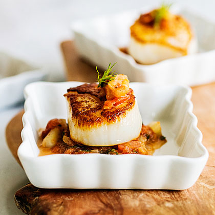 su-Seared Scallops with Tomato-Fennel Relish