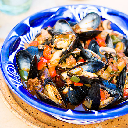 su-Mexican Mussels with Sausage, Mushrooms, and Chiles