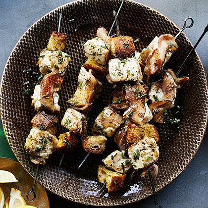 su – Halibut Kebabs with Grilled Bread and Pancetta
