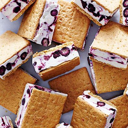 su-Blueberry Cheesecake Frozen Yogurt Sandwiches