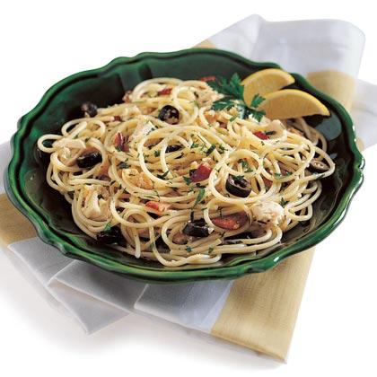 Spaghetti with Clams, Tuna, and Bacon