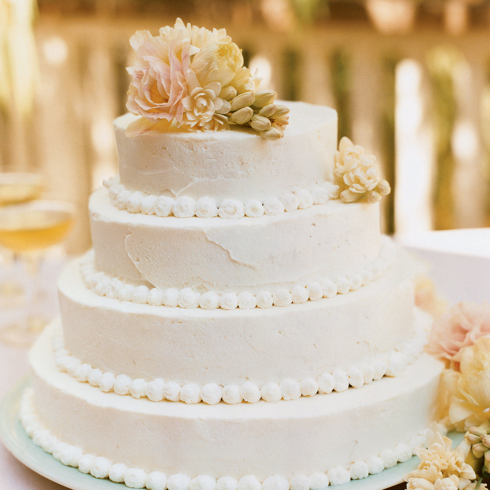 How to make a beautiful wedding cake sunset magazine flower topped wedding cake junglespirit Gallery